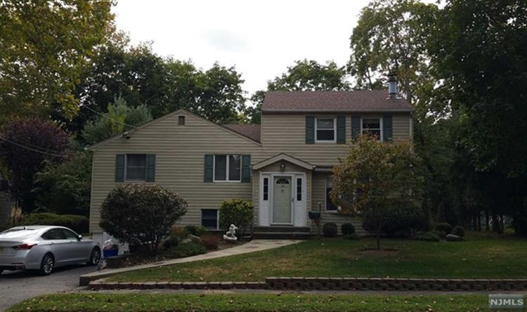 14 Ethel Pl, Closter, NJ 07624