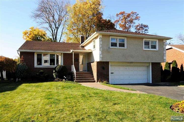 35 Vincent Dr, Clifton, NJ 07013