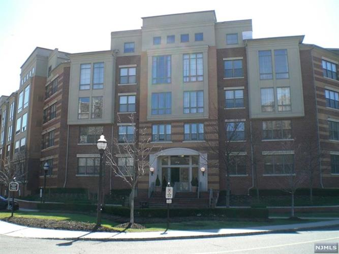 26 Ave At Port Imperial, West New York, NJ 07093