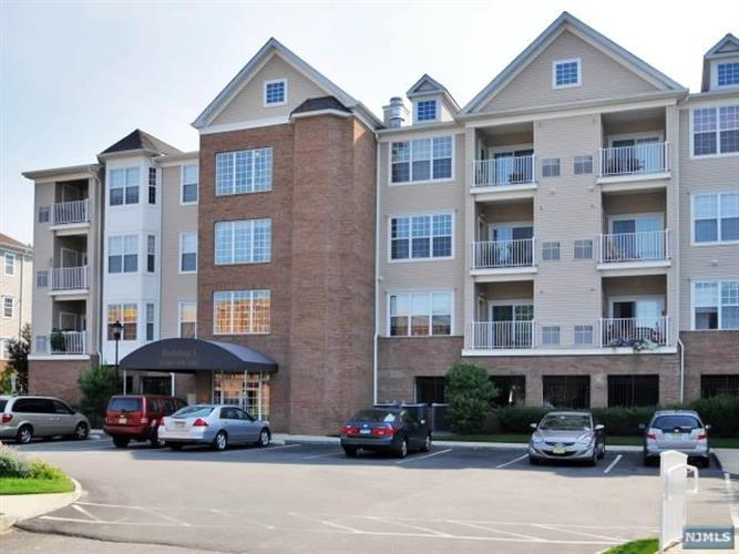 3112 Cory Lane, Unit 3112, Elmwood Park, NJ 07407