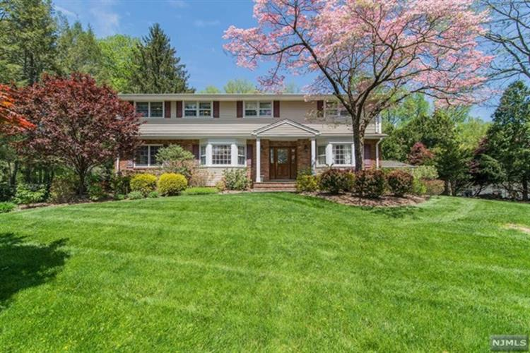 23 Rising Ridge Rd, Upper Saddle River, NJ 07458