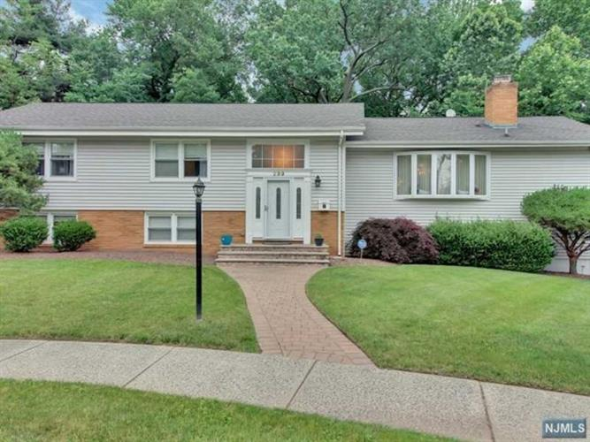 299 Glen Ct, Teaneck, NJ 07666
