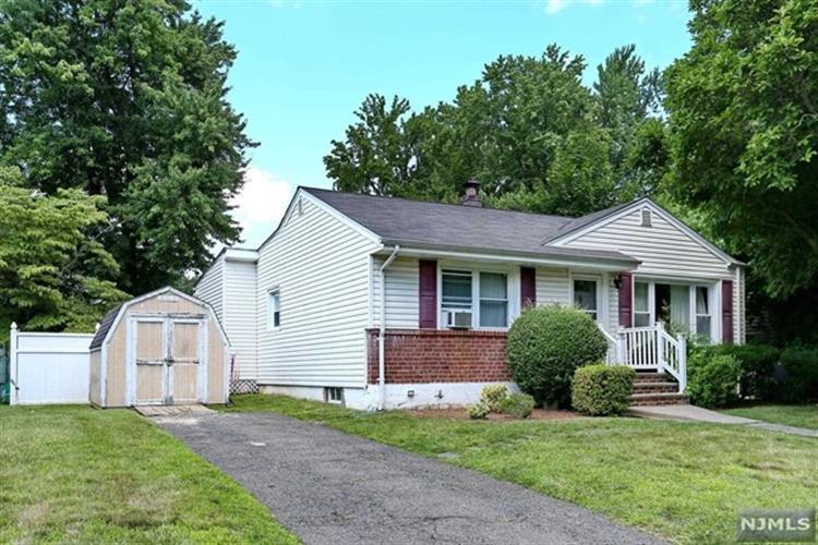 345 Merritt Ave, Bergenfield, NJ 07621