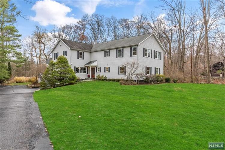 14 Cottontail Trl, Upper Saddle River, NJ 07458