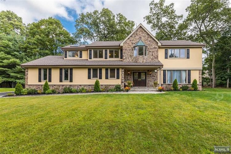 7 Sycamore Ct, Ramsey, NJ 07446