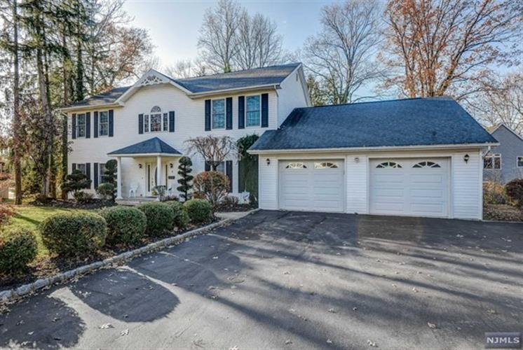 15 Oneida Trail, Wayne, NJ 07470