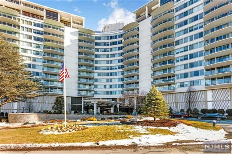 1 Claridge Drive, Unit 1025, Verona, NJ 07044
