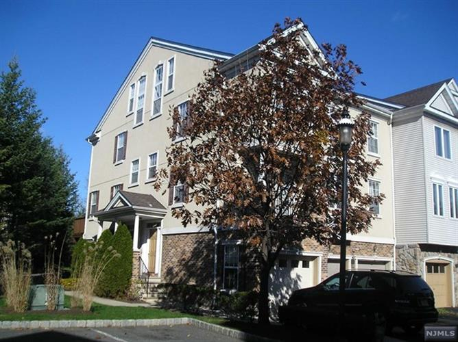161 Winchester Court, Clifton, NJ 07013