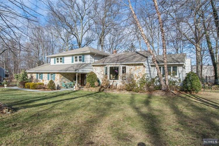 753 Sunset Terrace, Franklin Lakes, NJ 07417