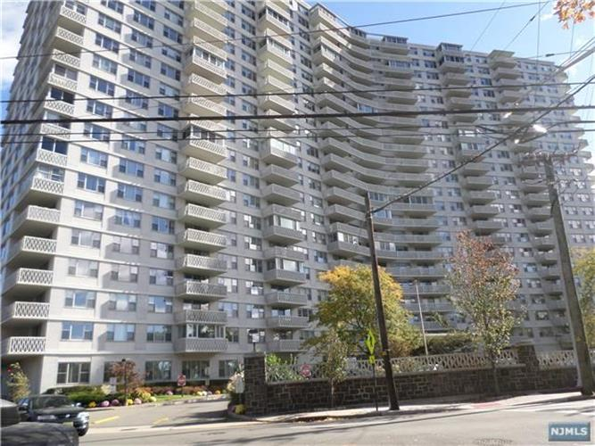 2100 Linwood Avenue, Unit #18, Fort Lee, NJ 07024