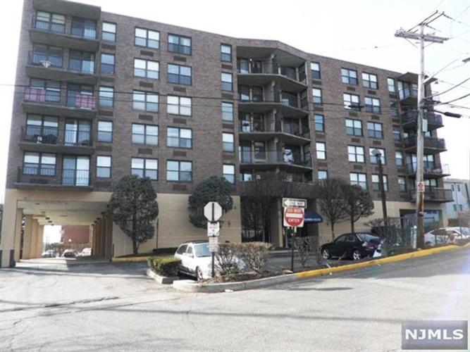 200 Division Street, Unit #6D, Cliffside Park, NJ 07010