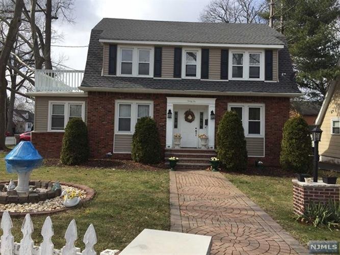 32 South Prospect Avenue, Bergenfield, NJ 07621