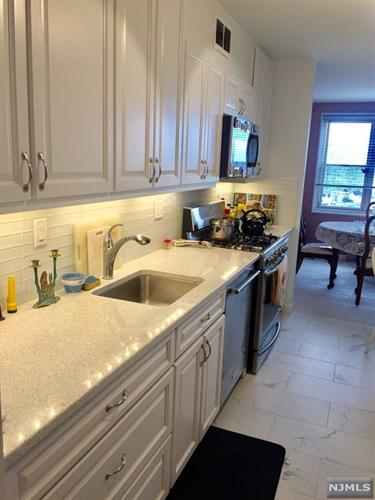 2000 Linwood Avenue, Unit 19W, Fort Lee, NJ 07024 - Image 1