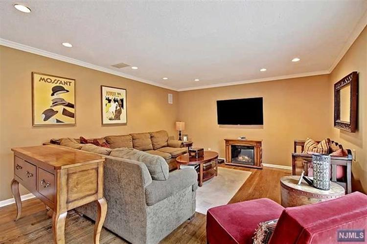 Attractive 5 Downing Place, Livingston, NJ 07039