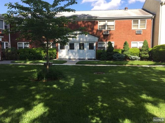 52 Regency Park, Unit #Bd,, Ramsey, NJ 07446