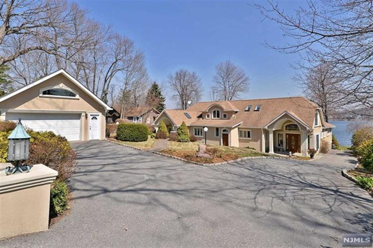 54 Old Lakeside Road, West Milford, NJ 07421