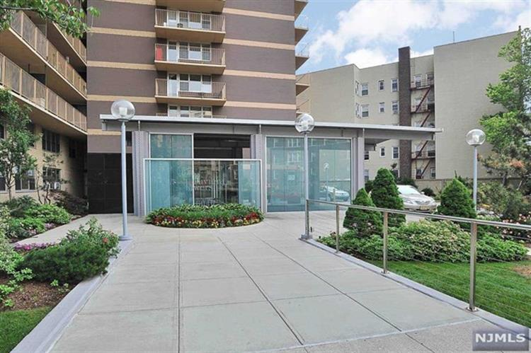 6040 Boulevard East, West New York, NJ 07093