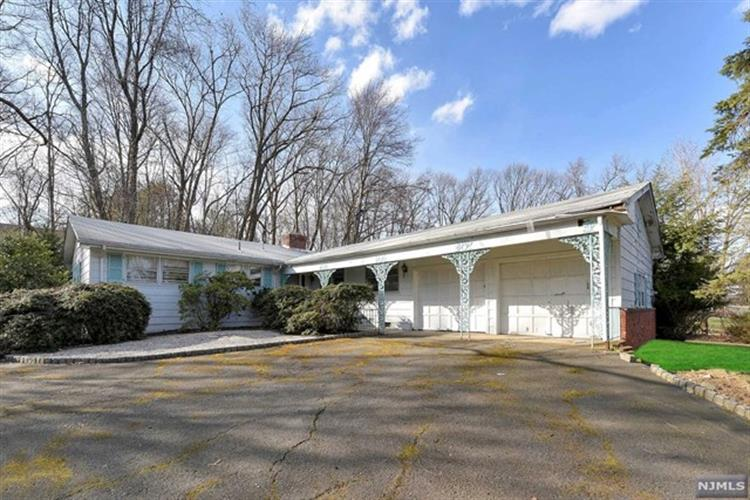 61 Hillcrest Drive, Upper Saddle River, NJ 07458