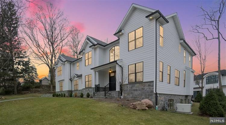 10 Heritage Court, Demarest, NJ 07627