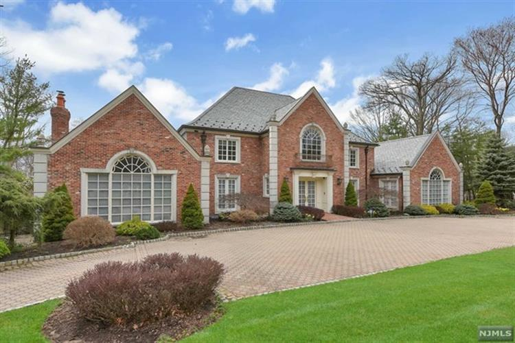 49 Fox Hedge Road, Saddle River, NJ 07458