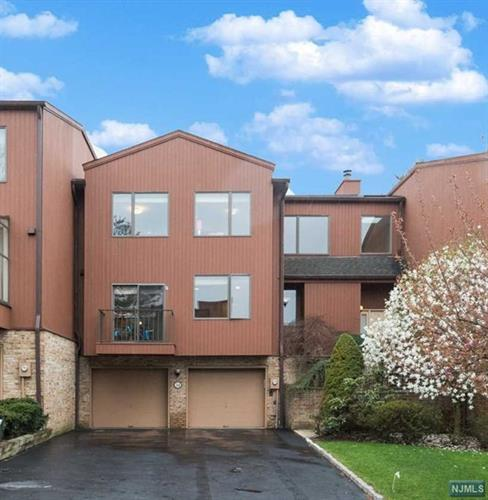 34 Sutton Place, Unit 34, Englewood, NJ 07631