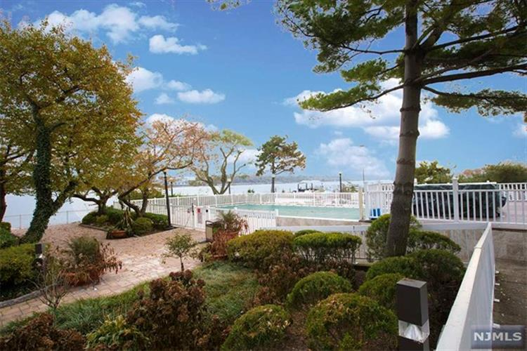 1055 River Road, Unit 202, Edgewater, NJ 07020