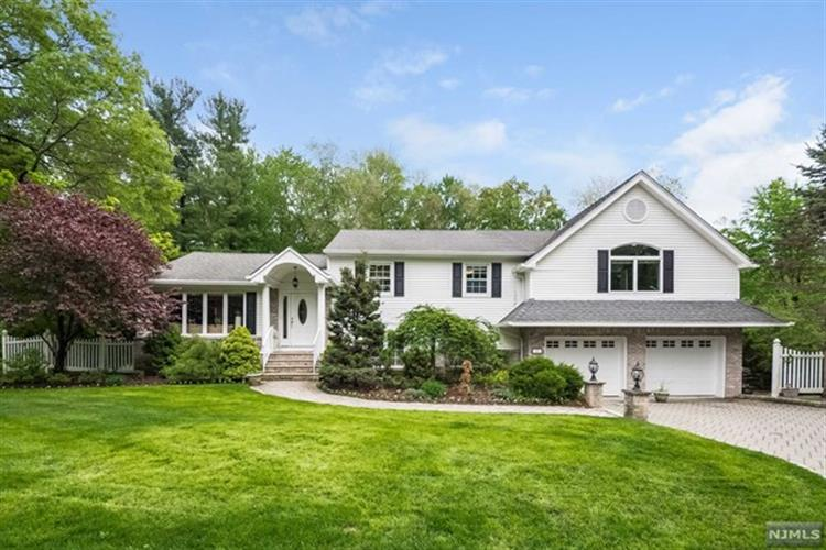 22 Brook Way, Demarest, NJ 07627
