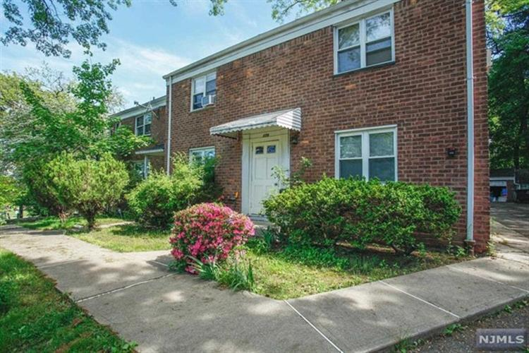 179A Christie Heights, Unit 17, Leonia, NJ 07605