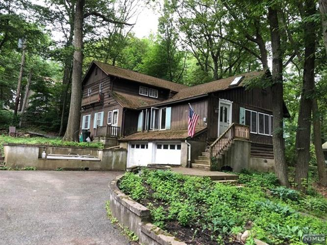 53 Fayson Lake Road, Kinnelon, NJ 07405