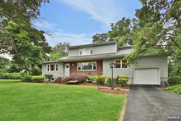 628 Franklin Avenue, Franklin Lakes, NJ 07417