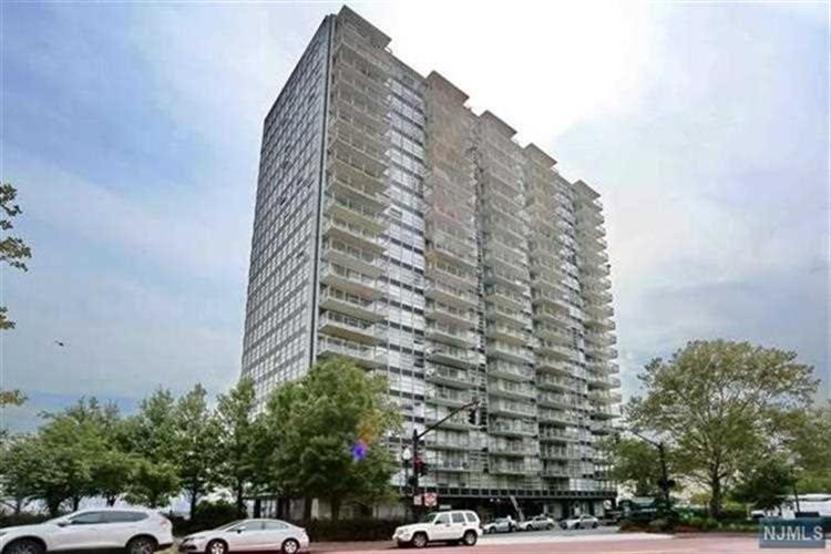 6050 Boulevard East, West New York, NJ 07093