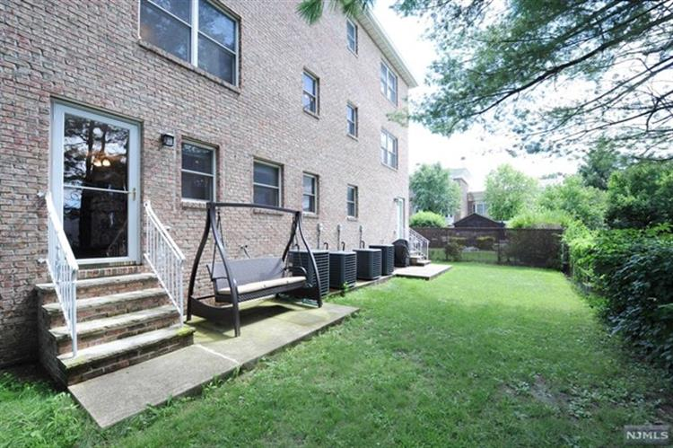 2183 Edwin Avenue, Fort Lee, NJ 07024