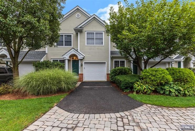 508 Huntington Court, Unit #508, Wyckoff, NJ 07481