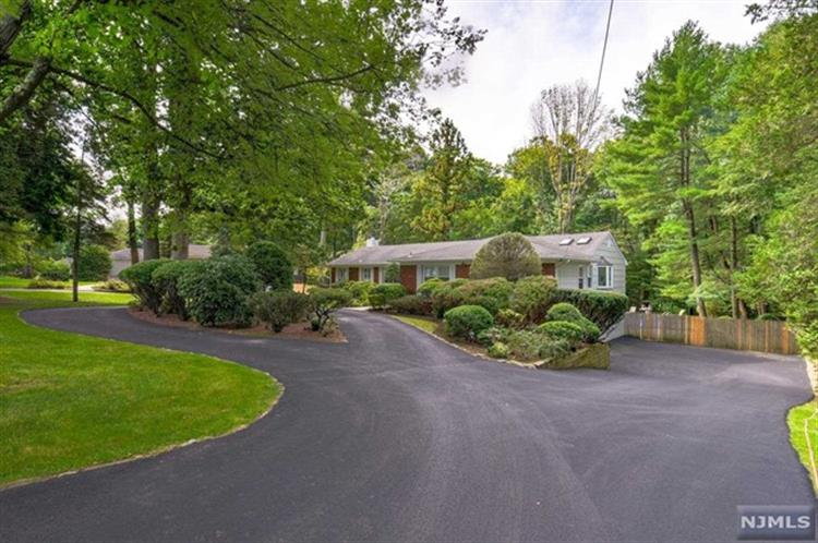 15 Scarsdale Drive, Livingston, NJ 07039 - Image 1