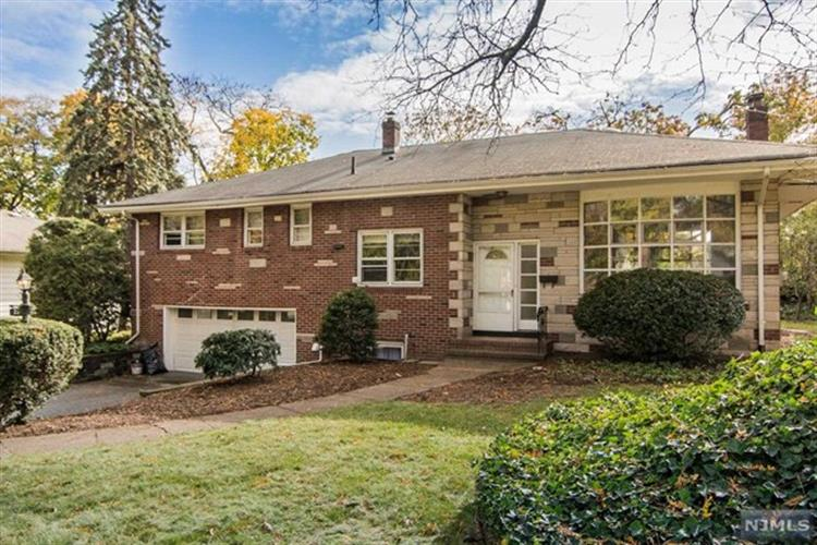 28 Greentree Terrace, Tenafly, NJ 07670