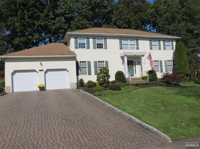 23 Robin Hood Way, Wayne, NJ 07470 - Image 1