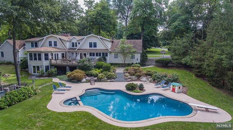 400 Canterbury Lane, Wyckoff, NJ 07481 - Image 1