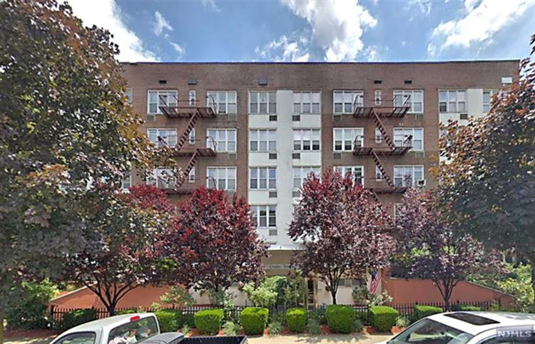 2160 Center Avenue, Unit 4E, Fort Lee, NJ 07024 - Image 1