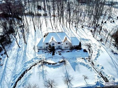 118 Seminary Drive Mahwah, NJ MLS# 21005409