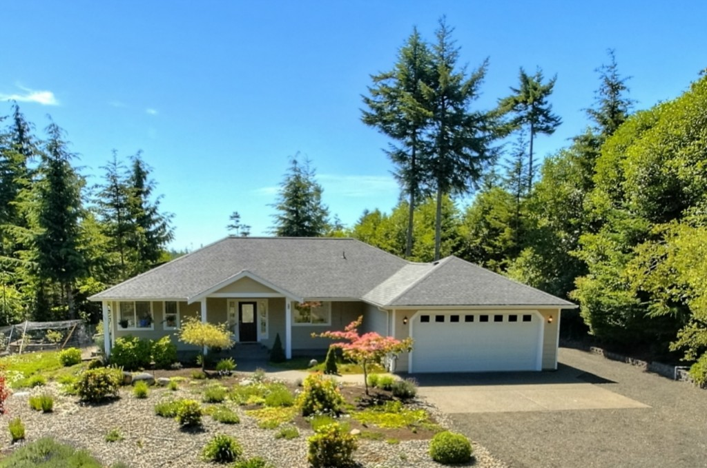 Little House With 1 Car Garage For Sale In Shelton Wa: 20 W Green Forest Dr Shelton WA 98584 Weichert.com