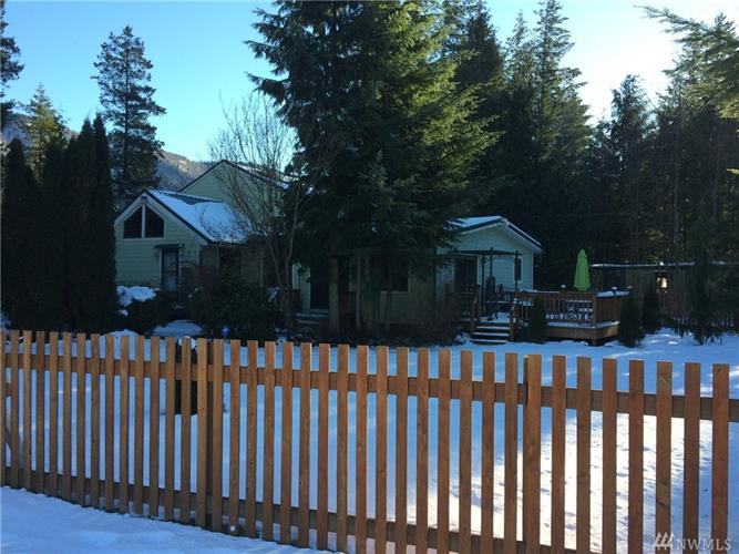 6244 Shamrock Rd, Maple Falls, WA 98266