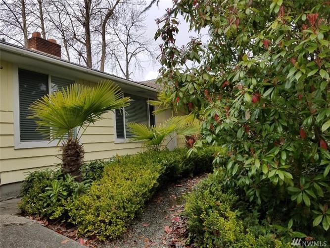 2444 SW Kenyon St, Seattle, WA 98106
