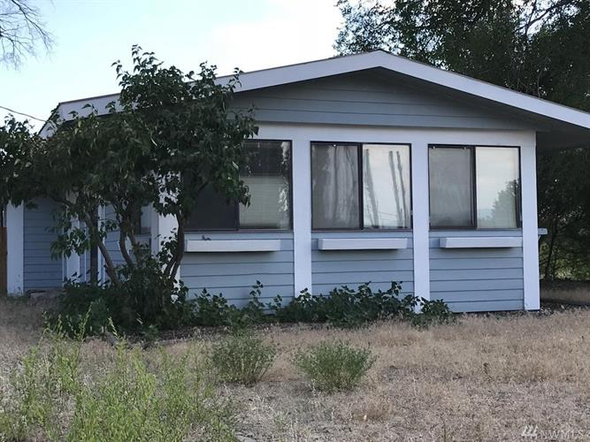 63 Boundary Point Rd, Oroville, WA 98844