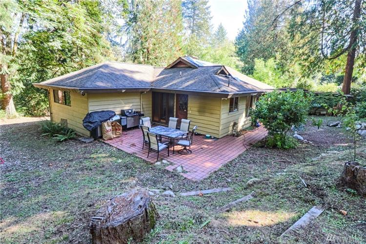 17733 33rd Ave NE, Lake Forest Park, WA 98155