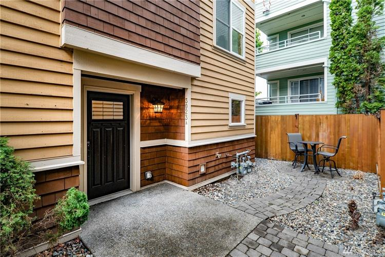 3023 60th Ave SW, Seattle, WA 98116