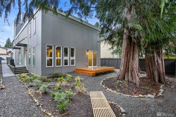 10522 Whitman Ave N, Seattle, WA 98133 - Image 1