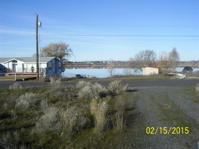 4093 NE Shorecrest Dr, Moses Lake, WA 98837
