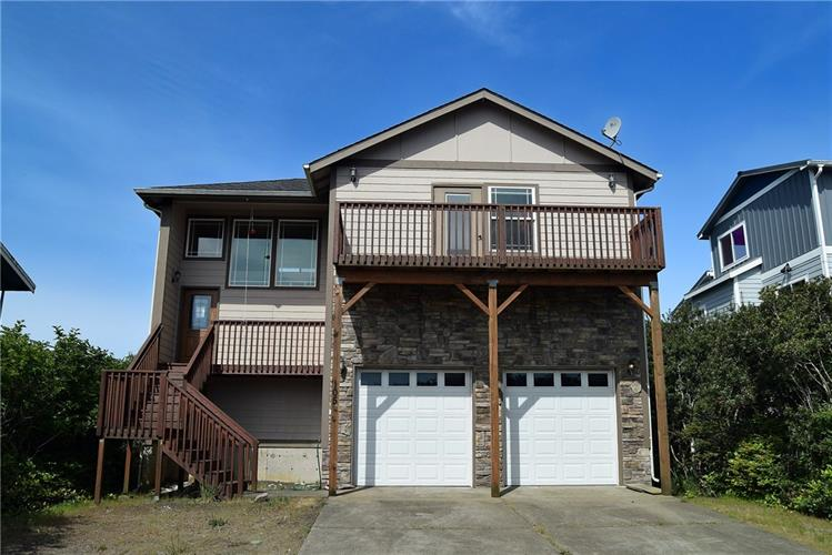 105 Sand Dune Ave NW, Ocean Shores, WA 98569