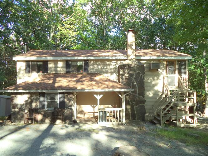 246 Upper Independence Dr, Lackawaxen, PA 18435