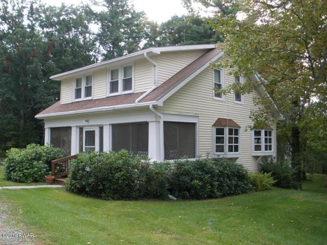 690 Blooming Grove Rd, Hawley, PA 18428